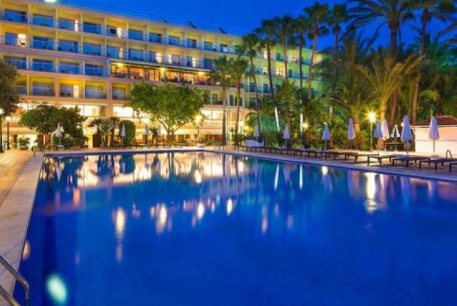 PacktoIbiza.com. Paquetes y ofertas de viaje a Ibiza. Hotel Los Molinos en Playa den Bossa.