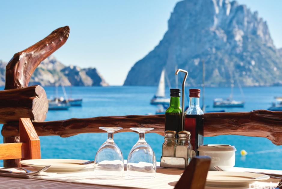 PacktoIbiza.com. Paquetes y ofertas de viaje a Ibiza. Restaurantes espectaculares en Ibiza.