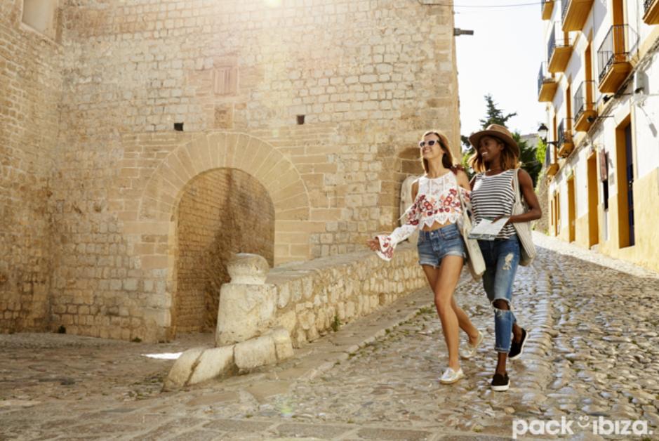 PacktoIbiza.com. Paquetes y ofertas de viaje a Ibiza. Casco antiguo de Ibiza Ciudad.