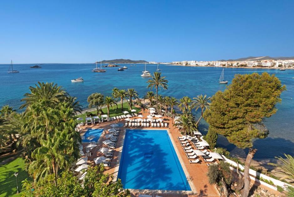 PacktoIbiza.com. Paquetes y ofertas de viaje a Ibiza. Vistas espectaculares desde la piscina del Hot