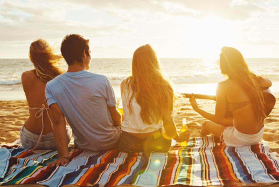 PacktoIbiza.com. Paquetes y ofertas de viaje a Ibiza. Tu, tus amigos, Ibiza...¿necesitas algo mas?