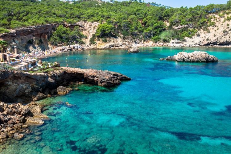 PacktoIbiza.com. Paquetes y ofertas de viaje a Ibiza. Cala escondida en Ibiza.