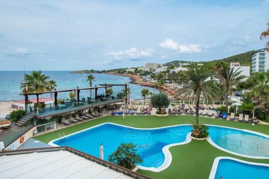 PacktoIbiza.com. Paquetes y ofertas de viaje a Ibiza. Vista desde el Hotel Blau Parc en Ibiza.