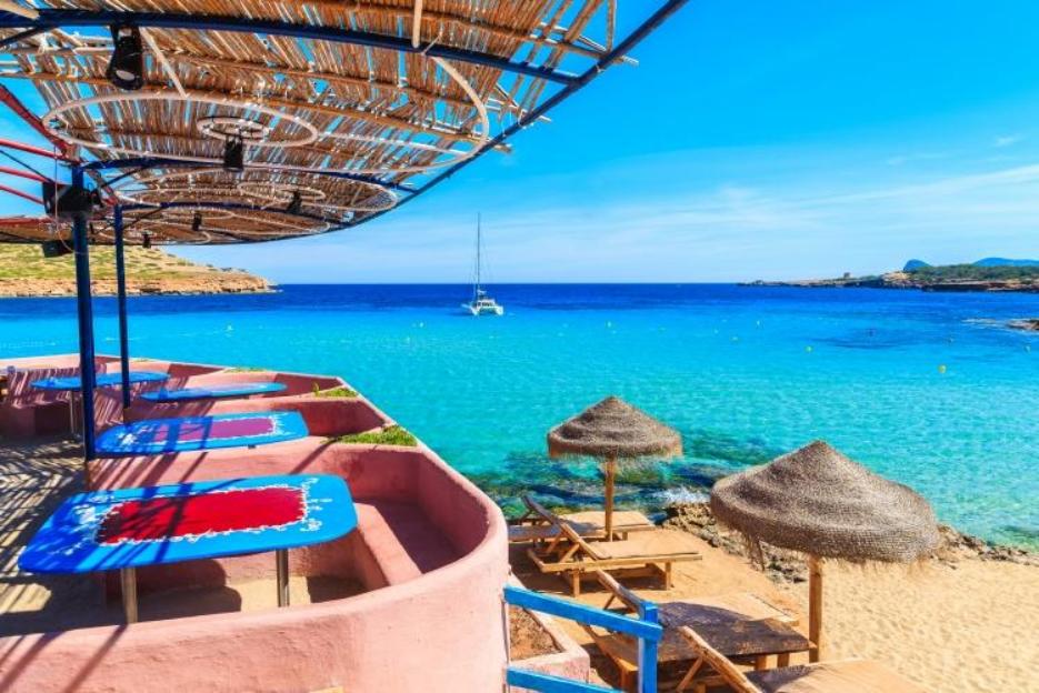 PacktoIbiza.com. Paquetes y ofertas de viaje a Ibiza. Chiringuito Cala Conta en ibiza