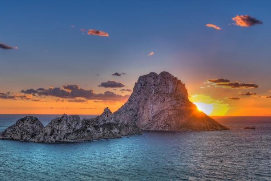 PacktoIbiza.com. Paquetes y ofertas de viaje a Ibiza. Puesta de Sol vista a Es Vedrá en la Isla de I