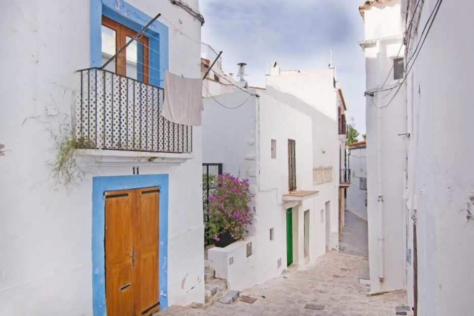 PacktoIbiza.com. Paquetes y ofertas de viaje a Ibiza. Dalt vila en la Isla de Ibiza